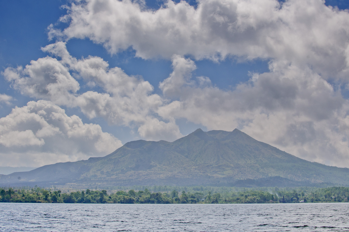 bali-lake-and-volcano-2.jpg