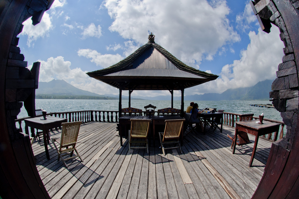 bali-lake-and-volcano-3.jpg