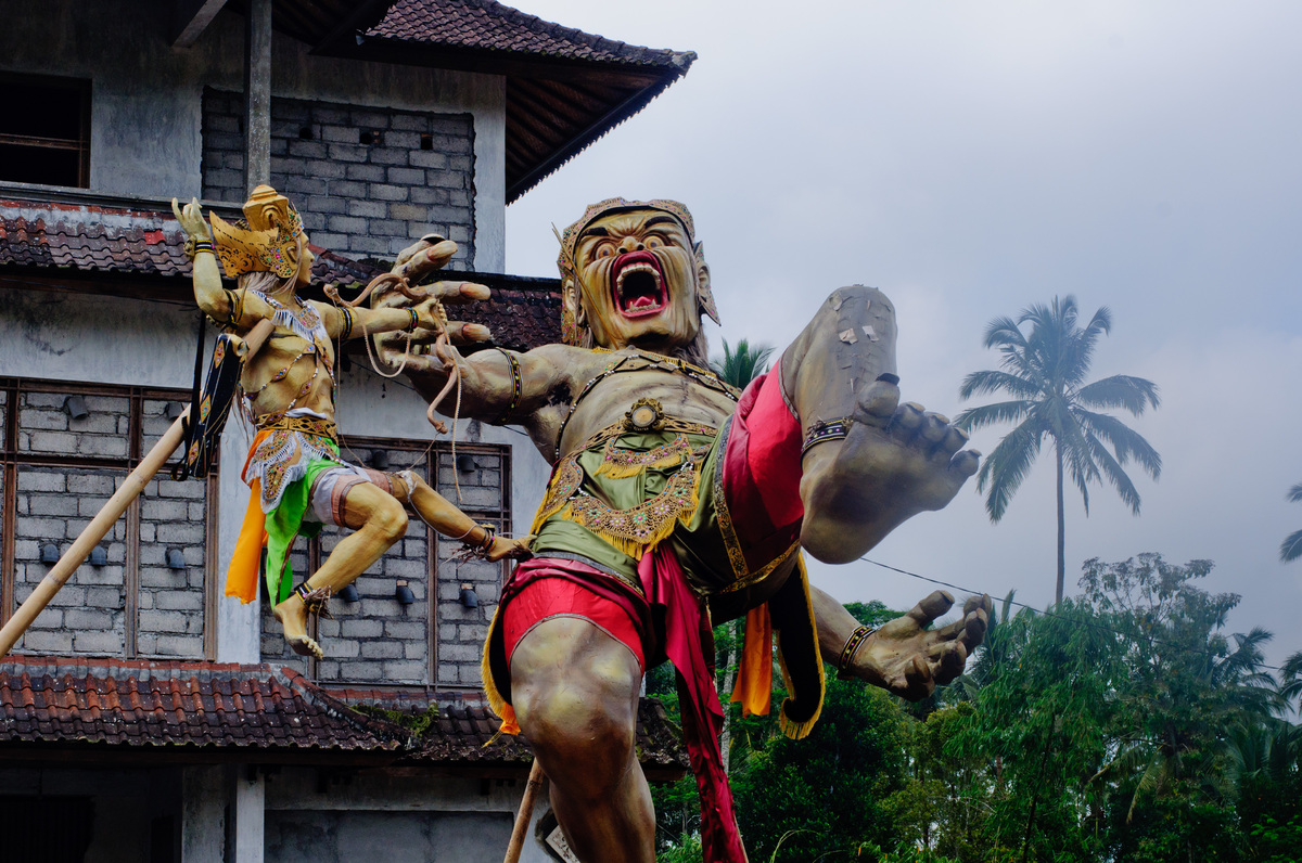 These Balinese statues are constructed from bamboo and papier mache. They commemorate moments from Hinud mythology and are used in religious festivals, where they are subsequently set alight.