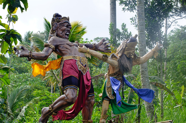 Another example of Balinese ogo ogo sculpture.