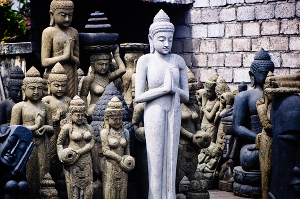 Every Hinud household contains its own family temple, so sculpture sales are a good business to be in. It's fascinating to see the diversity of styles and sizes.