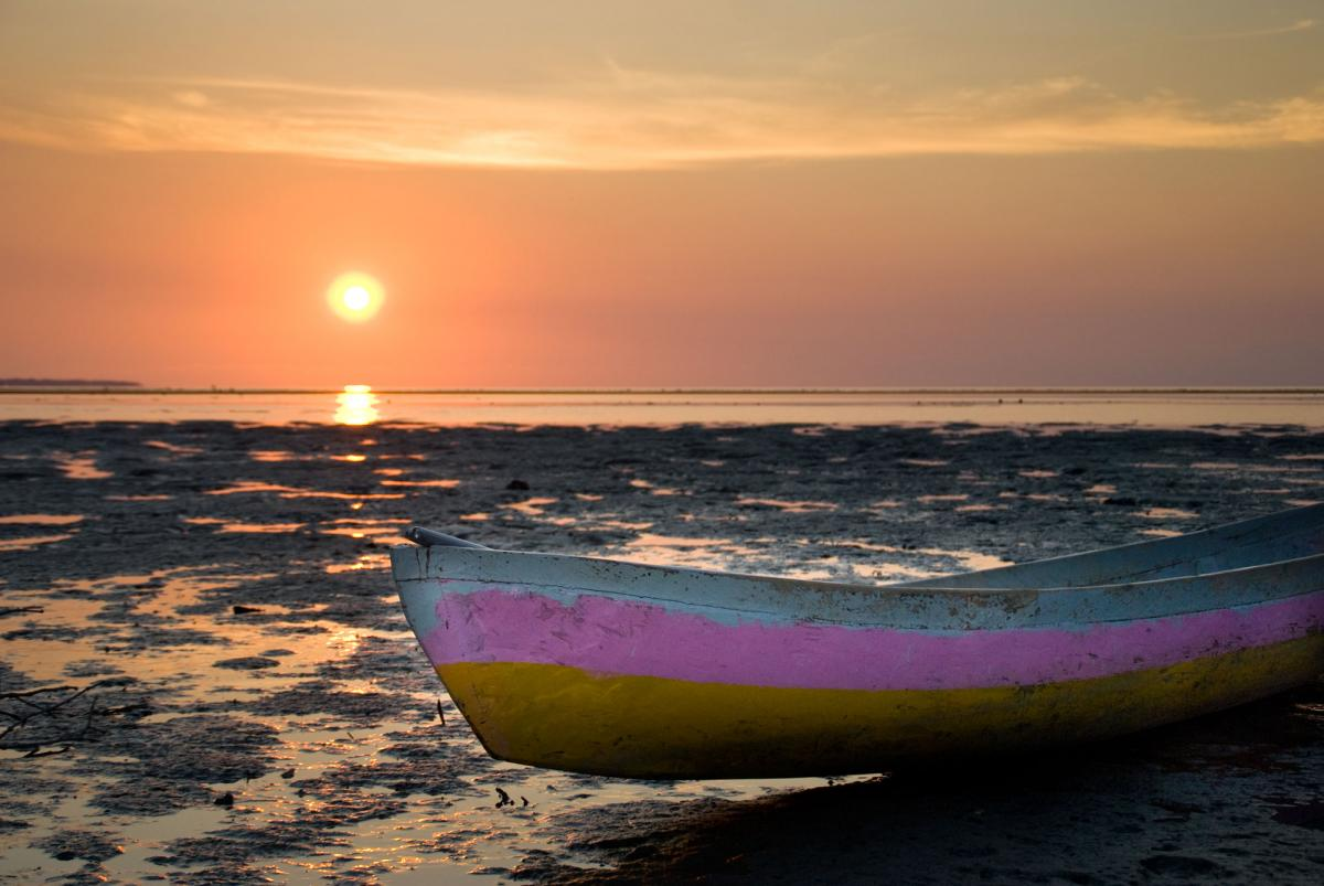 dili-canoe-at-sunset-1.jpg