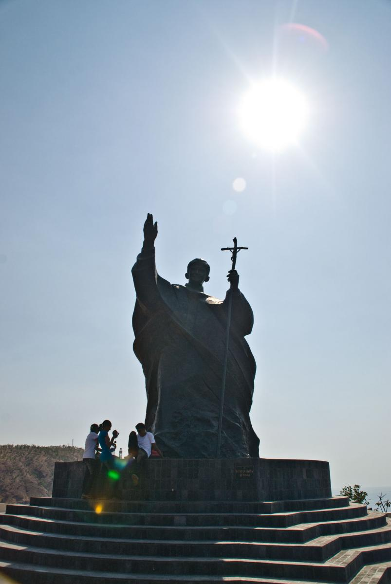 dili-monument-to-pope-john-paul-2.jpg
