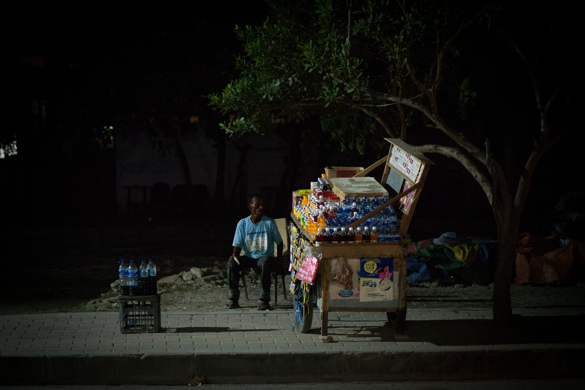 dili-night-vendor-1.jpg