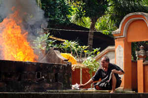 Some shots taken at a Hindu cremation ceremony in Mataram, Lombok, Indonesia.