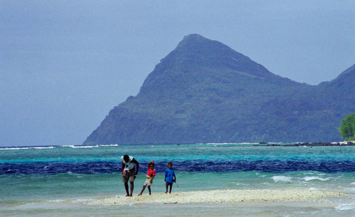 nguna-beach-children-1a.jpg