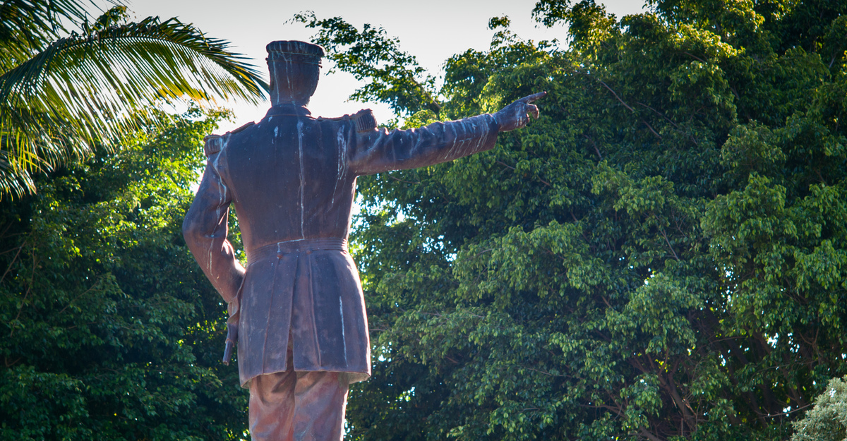 noumea-statue-for-pacific-politics-1.jpg
