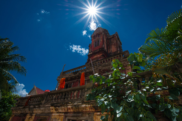 An old temple tucked into the heart of Phnom Penh.