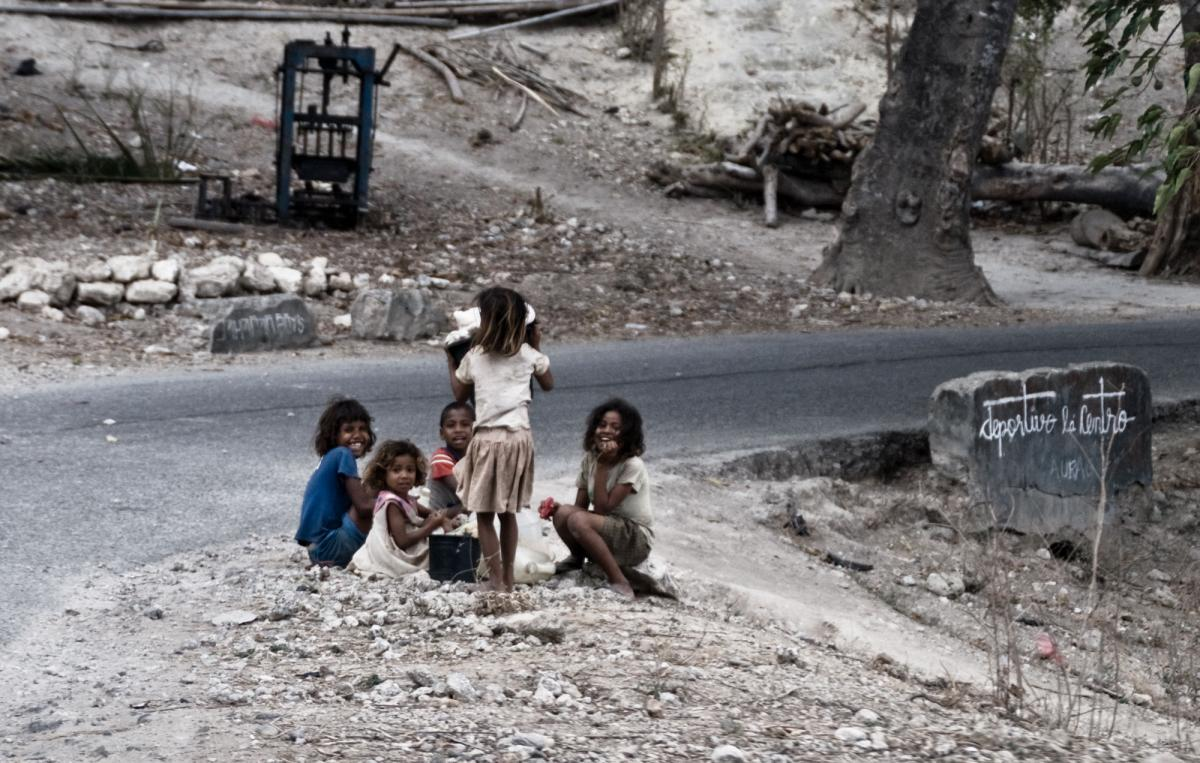 timor-roadside-children-1.jpg