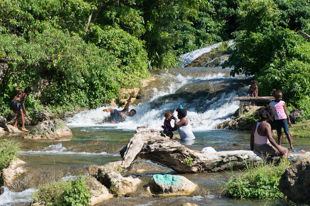 vila-around-the-island-with-jj-7.jpg