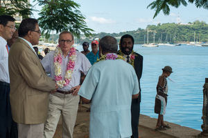 Bob Carr visits Port Vila.