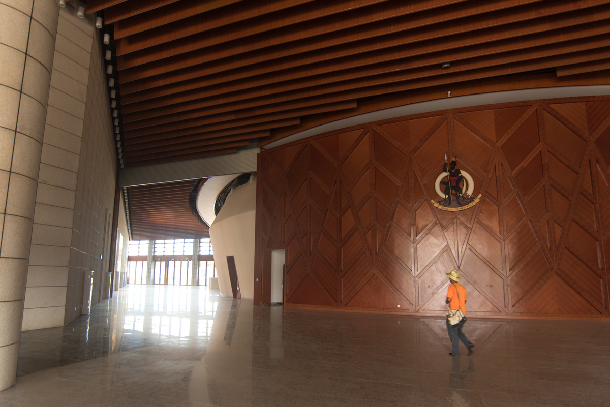 The main foyer can hold a large crowd and is suitable for exhibitions.
