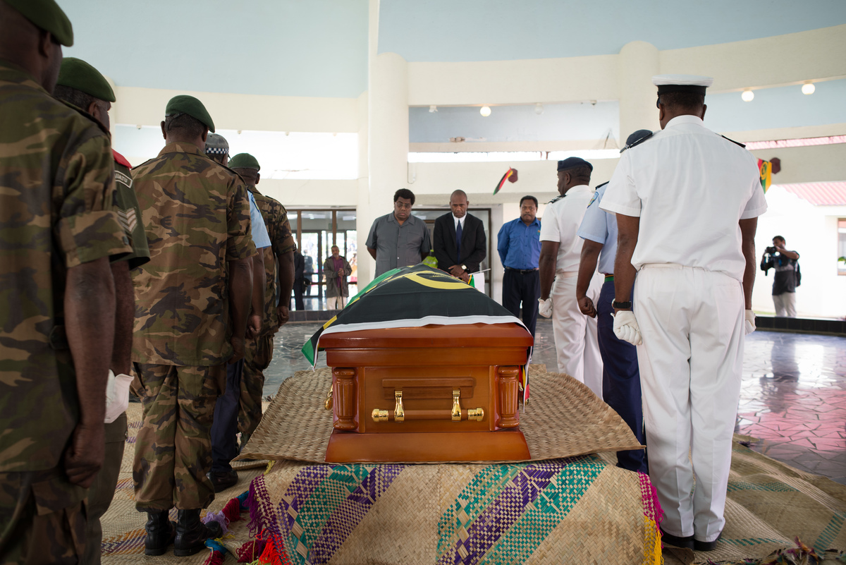 Edward Natapei's coffin is carried into parliament and laid out in the foyer.
