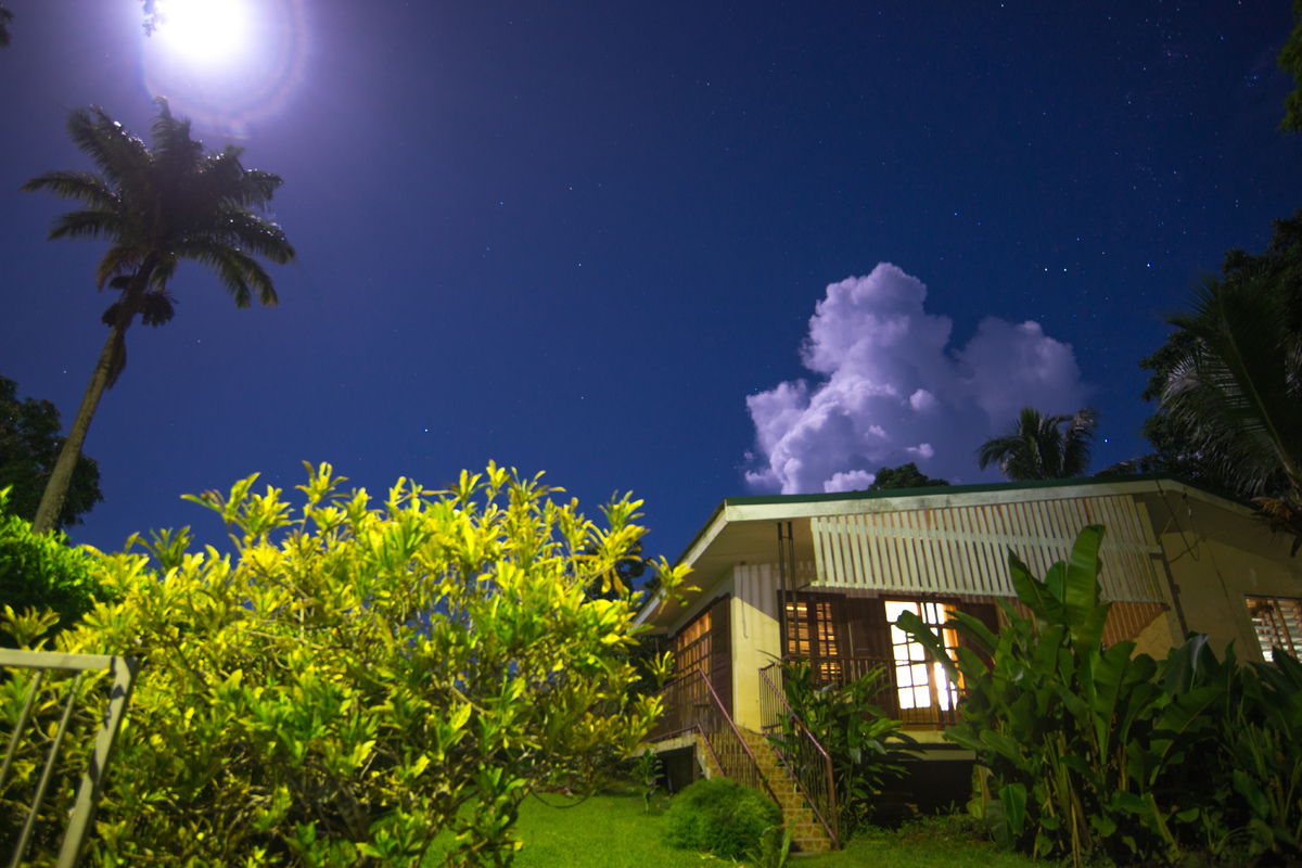 vila-full-moon-1.jpg