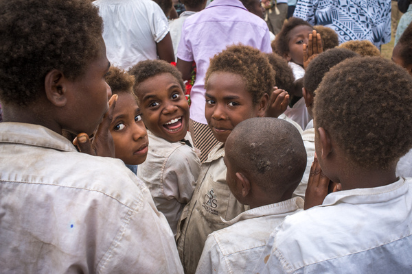Australian governor general Peter Cosgrove's visit to Tanna underlines how much work remains to be done in the aftermath of cyclone Pam. Primary school children are excited at the visit.