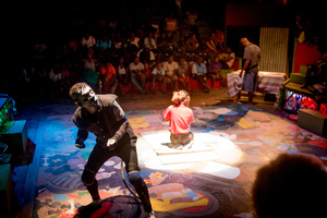 Scenes from Wan Smolbag Theatre's in-the-round production of Kaekae Rat.