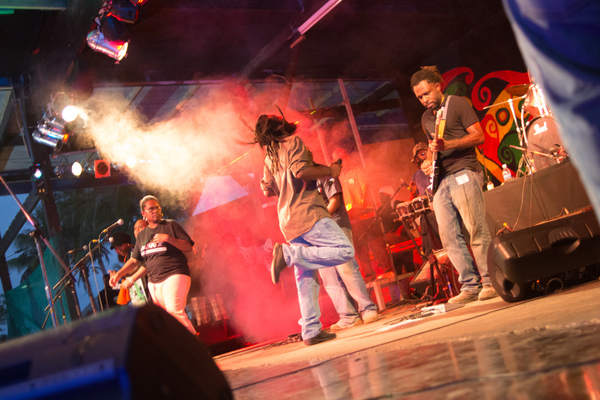 A barn-burning performance by Stan & the Earth Force as they got the ball rolling on day two of Fest Napuan 2016.